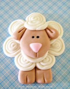 fondant cake topper - lamb by simply-cupcakes Polymer Clay Animals, Fimo Clay, Polymer Clay Projects, Clay Crafts, Fondant Cake Toppers, Fondant Cupcakes, Cupcake Toppers, Cupcake Cakes, Mini Cakes