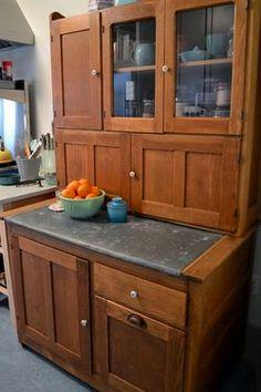 Windmill Farm: Hoosier Cabinets and Bin Tables Vintage Kitchen Cabinets, Old Cabinets, Kitchen Cupboards, 1930s Kitchen, Antique Cabinets, Kitchen Storage, Antique Hoosier Cabinet, Cabinet Styles, Cabinet Ideas