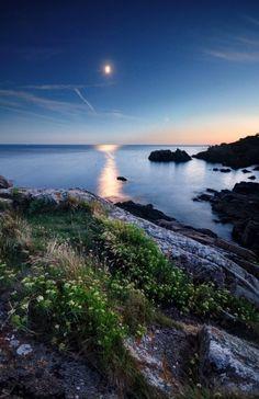 Heure bleue lunaire au sentier de Port-Manech - Névez 29