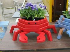 red crab planter by LCsWoodtopia on etsy. Garden Crafts, Garden Projects, Wood Projects, Woodworking Projects, Projects To Try, Landscape Timber Crafts, Landscape Timbers, Wooden Planters, Planter Boxes