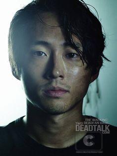 Steven Yeun als Glenn, ein ehemaliger Pizza-Lieferung Mann, der nach und nach im Laufe der Serie gereift ist, und ist mit Maggie heiratete.