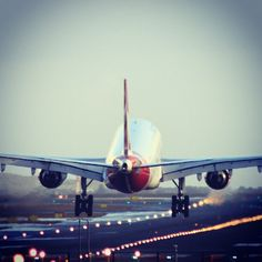 Qantas A330 landing Sydney Airport @ankas_away