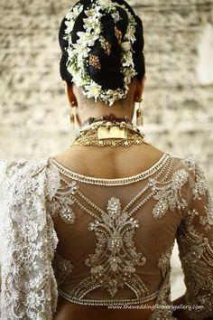 Sri Lankan Wedding Saree, Sri Lankan Bride, Wedding Sari, Wedding Dresses, Buddhist Wedding, Sari Blouse Designs, Elegant Saree, Desi Clothes, Bridal Lace