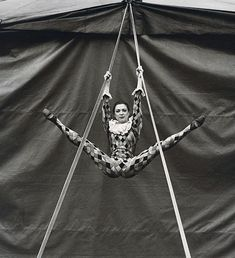 We spotted these fascinating photos of circus performers in Andrew Shaylor's Behance portfolio and have been dreaming about running away to start our own misfit troupe ever since. The UK-base… Old Circus, Circus Show, Circus Acts, Dark Circus, Night Circus, Circus Theme, Vintage Circus Performers, Vintage Circus Photos, Vintage Photographs