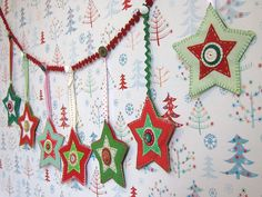 Felt star banner by Joey's Dream Garden on flickr Christmas Train, Christmas Sewing, Christmas Makes, Christmas Crafts, Handmade Christmas Tree, Felt Christmas Ornaments, Felt Tree, Navidad Diy, Jingle All The Way