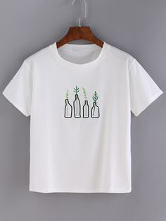 http://es.romwe.com/White-Bottle-Print-Short-Sleeve-T-shirt-p-155616-cat-669.html