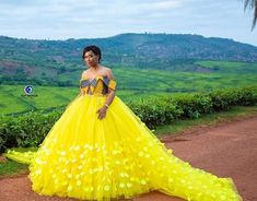 This is how you SHOWUP to your wedding in a beautiful gown 🙌🏾🙌🏾 Photography by… Venda Traditional Attire, Tsonga Traditional Dresses, South African Traditional Dresses, Traditional Wedding Attire, Traditional Weddings, African Wedding Attire, African Attire, African Dress, African Weddings