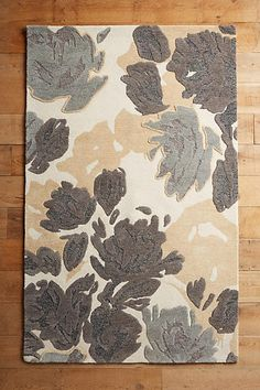 In search of a large area rug for our family room I found 30 gorgeous blue and gray area rugs that I love.  There's a variety from traditional, modern & beachy.