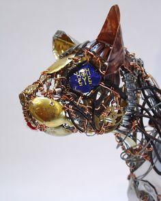 Barbara Franc sculptor using recycled metals including tin and copper to make unique artworks inspired by animals and the human form. Canvas Art Projects, Recycled Art Projects, Waste Art, Found Object Jewelry, Art Deco Bathroom, Alley Cat, Modern Art Deco, Modern Art Paintings, Found Art