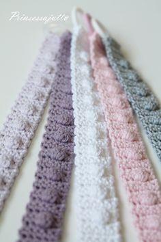 Kovin vauvapainotteisia käsitöitä täällä on ollut viimeaikoina työn alla. Monelta suunnalta on viime aikoina... Crochet Pacifier Clip, Crochet Baby Toys, Crochet Fabric, Crochet For Kids, Crochet Stitches, Baby Knitting, Knit Crochet, Crochet Keychain, Crochet Patterns For Beginners