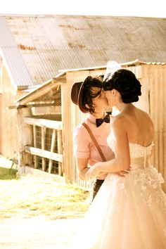 http://twobirdsnestdotcom.files.wordpress.com #lesbianweddings #bodaslésbicas
