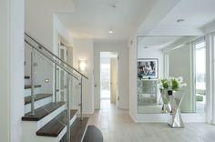 Moderner eingangsbereich innen  Eingangsbereich mit Innen Treppe Holz - Kampa Haus Erfurt ...