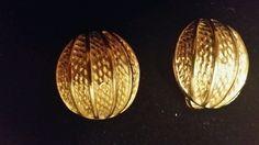 Vintage Gold tone clip on earrings EUC