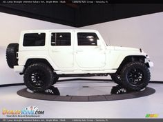 I WANT this, thanks to a friend I found the exact picture I've been looking for.woop woop I'm so excited! Jeep Wrangler Rubicon, Jeep Wrangler Unlimited, White Jeep Wrangler, Jeep Wrangler Parts, Jeep Wranglers, Ford Bronco, Rich Cars, Lux Cars, Custom Jeep