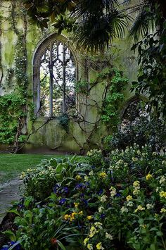 visitheworld:   St Dunstan in the East, London / UK (by Dave Feaster).