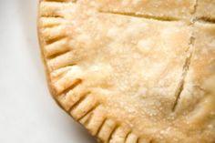 Les secrets d'une bonne pâte brisée | Nos Petits Mangeurs C'est Bon, Apple Pie, Desserts, Food, Salty Tart, Pies, Recipes, Chemistry, Apple Cobbler