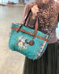 Herb Embroidery, Hand Embroidery Flowers, Tie Dye Crafts, Diy Tote Bag, Sewing Art, Fabric Bags, Fabric Jewelry, Shopper, Recycled Fabric