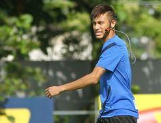 Últimos passos: Neymar treina no CT Rei Pelé com câmera na cabeça   Atacante participa normalmente da última atividade do Santos antes da estreia da equipe no Campeonato Brasileiro. http://mmanchete.blogspot.com.br/2013/05/ultimos-passos-neymar-treina-no-ct-rei.html#.UaEALEBQGSo