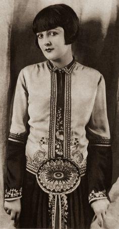 a wonderfully fashionable flapper | c. 1920s.