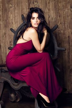 Penelope Cruz (this is almost burgundy, but it's so beautiful I'm pinning it anyway.)
