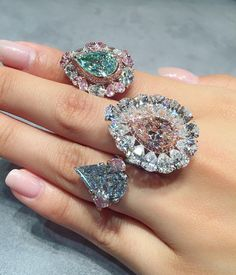 We beat away our Monday blues by trying on some fancy coloured diamond rings to lift our spirits up for the last day of Hong Kong preview.…