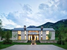 The property is named Five Shadows after the five distinct volumes that make up the 12,800 square-foot (1,100 square metres) estate. Residential Architecture, Architecture Design, Conifer Forest, Teton Mountains, Mountain Modern, Pool Houses, Lake Houses, Dream Houses, Teton Village