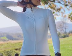 Monton Sports 2019 white thermal cycling jersey long sleeve for lady. women's thermal cycling clothing for winter riding lightweight fleece lined. Winter Cycling Gear, Cycling Tops, Snowboarding Outfit, Bicycle Women, Cycling Outfit, Biking, Long Sleeve, Clothes, Outfits