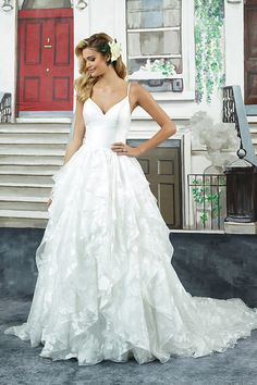 Modern + whimsical wedding dress idea - ball gown wedding dress with ruffled skirt + spaghetti straps down to the scoop back. Style 8948 by Justin Alexander. Find more inspiration on WeddingWire! Tulle Wedding Gown, Dream Wedding Dresses, Bridal Gowns, Formal Bridesmaids Dresses, Blush Dresses, Justin Alexander Bridal, Batman Wedding, Wedding Dress Pictures, Halloween Dress