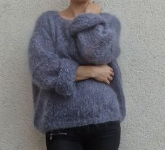 Discover thousands of images about Tricolyne: Mon premier pull / Le pull de danseuse ! Knitting Patterns Free, Hand Knitting, Pull Angora, Budget Planer, Mohair Sweater, Gray Sweater, Warm Sweaters, Knitting Projects, Knitwear