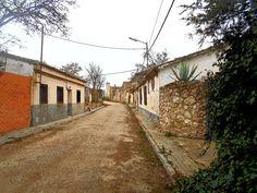 Caudilla. A finales del siglo XX la mecanización del campo y la cercanía de Val de Santo Domingo donde había mejores servicios supusieron el abandono de Caudilla