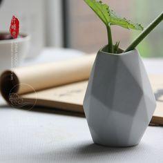 Купить товарТворческий геометрическая вазы керамические бутылки украшения искусства в категории Вазына AliExpress.     Творческой геометрические ваза керамическая бутылка украшения         Размер: 6.6*6.4*9.5 см