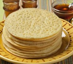 I love baghrirs ( beghrir ), these pancakes with holes which we find in the Moroccan food. You already find there recipes,… Crepes, Crepe Mille Trou, Rodjendanske Torte, How To Cook Pancakes, Healthy Cook Books, Kolaci I Torte, Bulgarian Recipes, Bulgarian Food, Cake Decorating Techniques