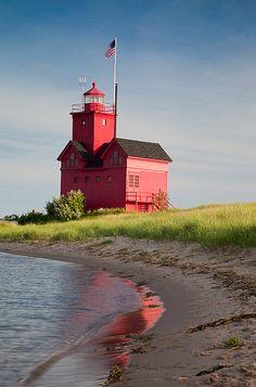 Lake Michigan lighthouse, Holland, Michigan.  Light by myn91, via Flickr