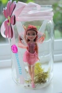 This is a great idea to put my daughter's fairy dolls in a jar and use it for the party and after the party I can use it to decorate her room :)