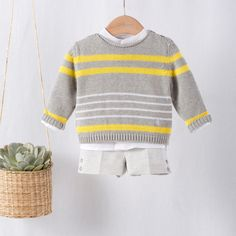 Baby Boy Knitting Patterns, Baby Sweater Knitting Pattern, Knitting For Kids, Stylish Mens Outfits, Cool Outfits, Easy Amigurumi Pattern, Pull Bebe, Crochet Baby Clothes, Crochet For Boys