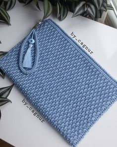 Crochet Bag Tutorials, Crochet Purse Patterns, Crochet Pouch, Crochet Yarn, Crochet Handbags, Crochet Purses, Bag Pattern Free, Knitted Bags, Crochet Accessories