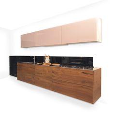Scegli la tua cucina a isola, penisola o lineare firmata LAGO: tavoli e sedie di design per portare calore e leggerezza nella tua casa.