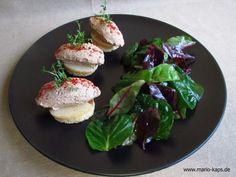 Kalbsleberpasteten-Crostini mit Nashi-Birne und Salat - Mario´s Fire Food & Fine Food Impressum: http://www.mario-kaps.de/impressum/