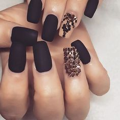 Looking for easy nail art ideas for short nails? Look no further here are are quick and easy nail art ideas for short nails. Great Nails, Fabulous Nails, Gorgeous Nails, Black Nails, Matte Nails, Matte Black, Black Polish, Pink Nails, Black Gold