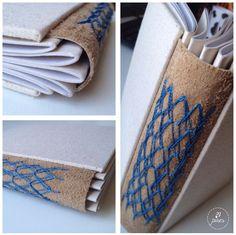 Caderno com papelão cinza na capa e lombada em couro. #tepires #bookbinding #woven