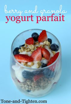 Berry & Yogurt Granola Parfait (not necessarily this recipe) buy from TJ's for Sunday breakfast Healthy Afternoon Snacks, Healthy Breakfast Recipes, Healthy Snacks, Breakfast Ideas, Healthy Recipes, Healthy Eating, Eating Lean, Clean Eating, Sunday Breakfast