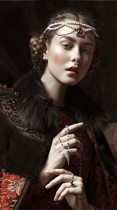 Face Photography, Fantasy Photography, Creative Photography, Fashion Photography, Photography Portraits, Female Portrait, Portrait Art, Female Art, Vintage Portrait