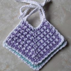 Crochet Baby Booties Crochet Two-Toned Cotton Baby Bib Tutorial. How unique would this be in tunisian crochet? - FREE crochet pattern for a Two-Toned Cotton Baby Bib. Crochet Baby Bibs, Crochet Baby Blanket Beginner, Crochet Baby Clothes, Crochet For Kids, Baby Knitting, Free Crochet, Cotton Crochet, Tunisian Crochet, Booties Crochet