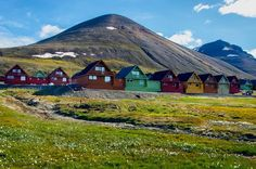 Longyearbyen, on the island of Spitsbergen in Norway, is the world's northernmost town.