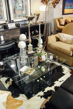 Modern Living Room Furniture Found At Avery Lane Fine Consignment In  Scottsdale, Arizona.