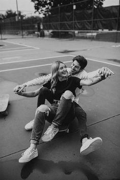 Cute Couple Poses, Cute Couples Photos, Cute Couples Goals, Couple Posing, Couple Photos, Couple Goals, Skateboard Photos, Skate Photos, Teen Couples