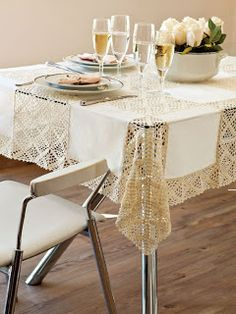 closet for crocheted napkin: مفرش سفرة رائع.wonderful crocheted tablecloth