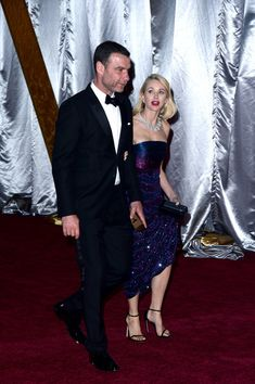 Naomi Watts Photos Photos - Actors Liev Schreiber (L) and Naomi Watts depart the 88th Annual Academy Awards at Hollywood & Highland Center on February 28, 2016 in Hollywood, California. - 88th Annual Academy Awards - Post Show Departures