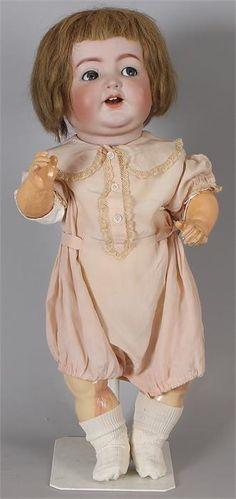 Grote Duitse Kammer en Reinhardt  Simon -Halbig porseleinen pop nr 162/62 met baby lichaam(been gelijmd) flirtogen, open mond, 2 tanden, beweegbare tong, echt haar pruik (hoofd heel) 60cm Cond:R/G
