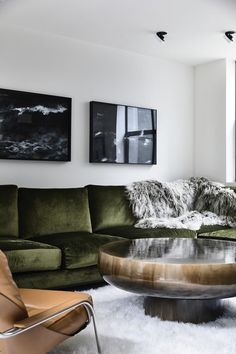 Living room / Home decor / Interior design / Green velvet couch Home Decor Bedroom, Living Room Decor, Living Spaces, 70s Home Decor, Dining Room, Loft Spaces, Contemporary Interior Design, Luxury Interior Design, Australian Interior Design